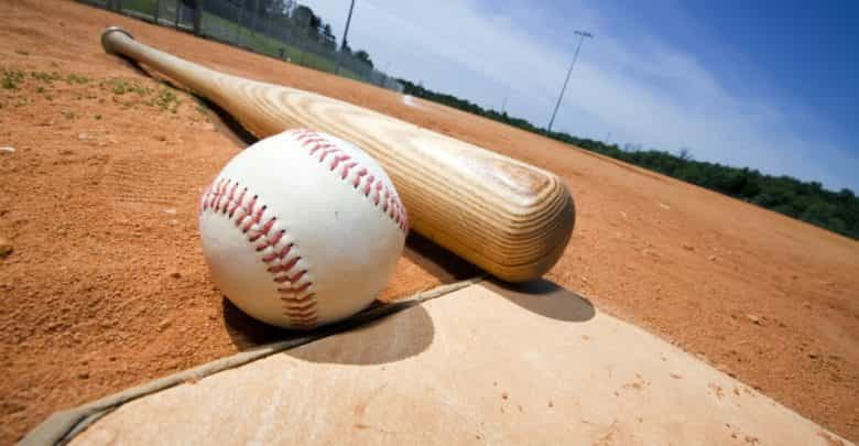 Mengapa Anda Tidak Boleh Bermain Baseball dengan Jari Patah?